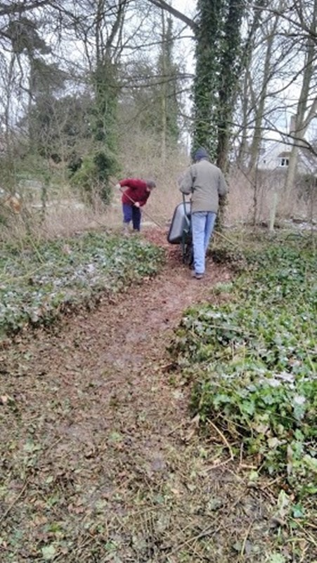 Another barrow of woodchip to enhance the woodland walk.